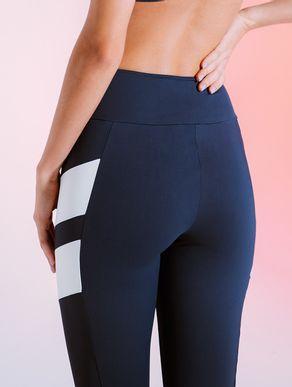 calca-legging-preta-com-listras-brancas-801